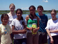 Tracie Long with Paraguayan children