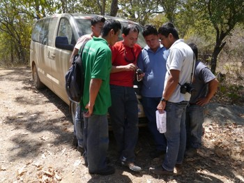 Rangers learn how to use GPS. © IUCN NL.