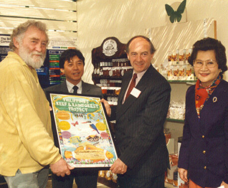 David Bellamy with Gerardo Ledesma, Director of the Philippine Reef & Rainforest Conservation Foundation, David Tate of Tate & Lyle (sponsors) and Mrs Serrano, Consul from the Philippine Embassy in London.